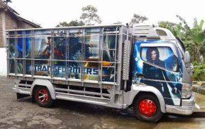 Gambar Foto Modifikasi Mobil Truk Canter Tampilan Body Airbrush Tokoh Superhero