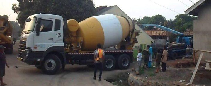Gambar Foto Jenis Mobil Truk Besar Molen Semen