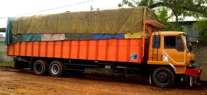 Gambar Foto Jenis Mobil Truk Besar Tronton Besar