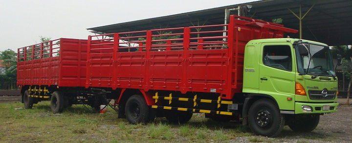 Gambar Foto Mobil Truk Besar Gandeng Angkutan Berat