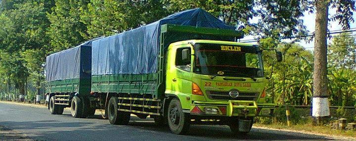 Gambar Foto Mobil Truk Besar Gandeng Antar Provinsi