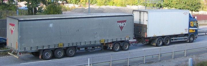 Gambar Foto Mobil Truk Besar Gandeng Luar Negri