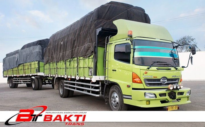 Gambar Foto Mobil Truk Besar Gandeng Merk Hino